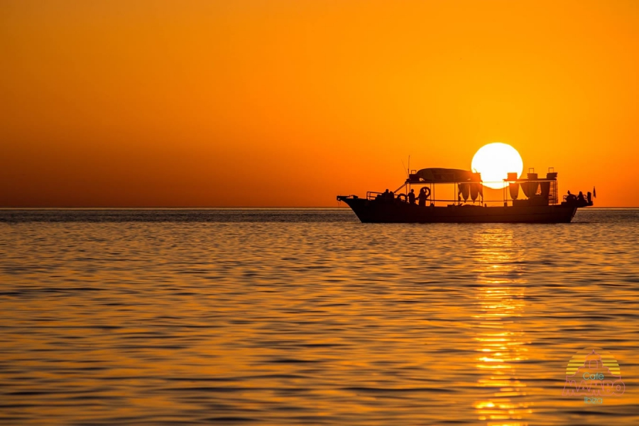 Taxi San Antonio >> Sunset at Sea - Octopussy Boats Ibiza Rental